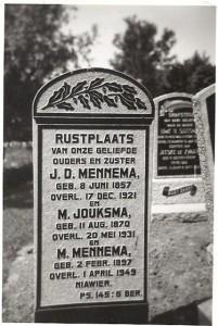 grafsteen Jan Mennema, Martje Jouksma en  dochter Menke
