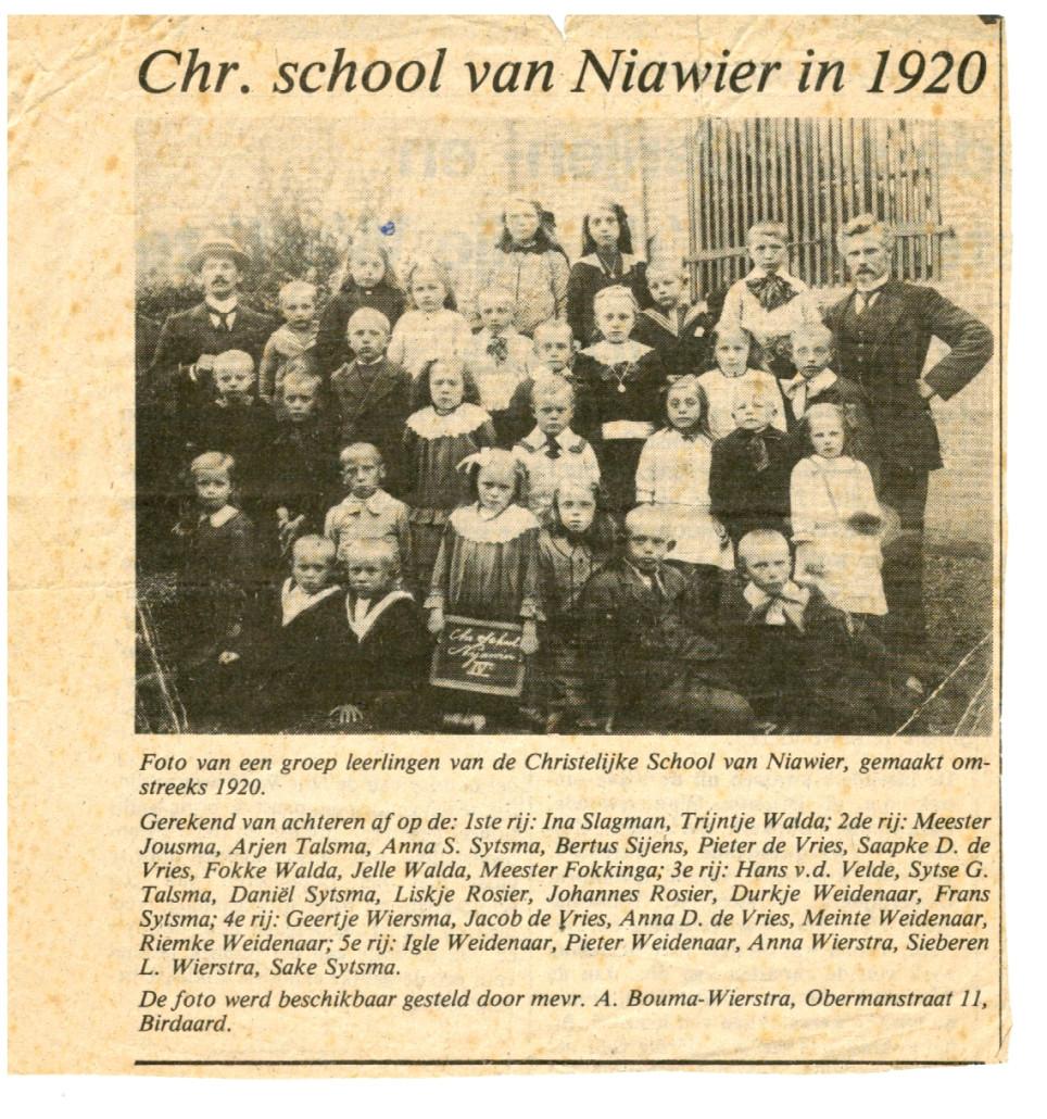 21-Knipsel Foto Christelijke school 1920