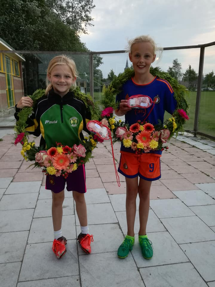 1e prijs Suzanna Allema en welp Marije Keegstra.
